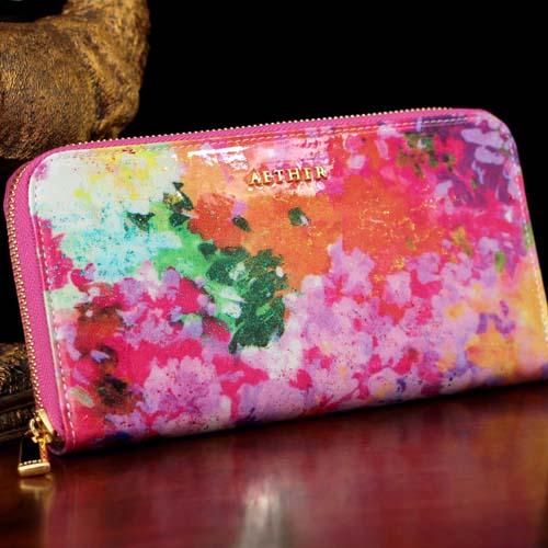 クリスマスプレゼントに贈るエーテルの花柄の財布