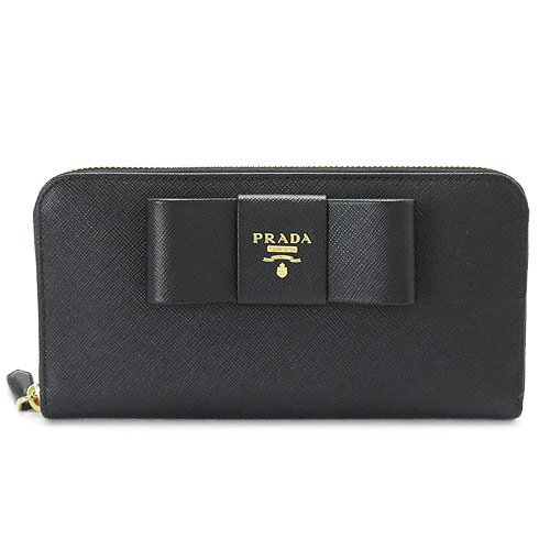 プラダの長財布をプレゼントする