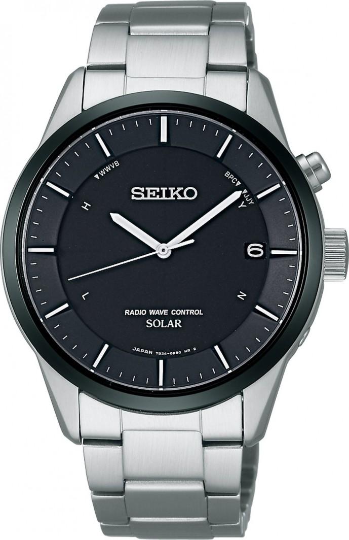 セイコーの黒い文字盤の腕時計