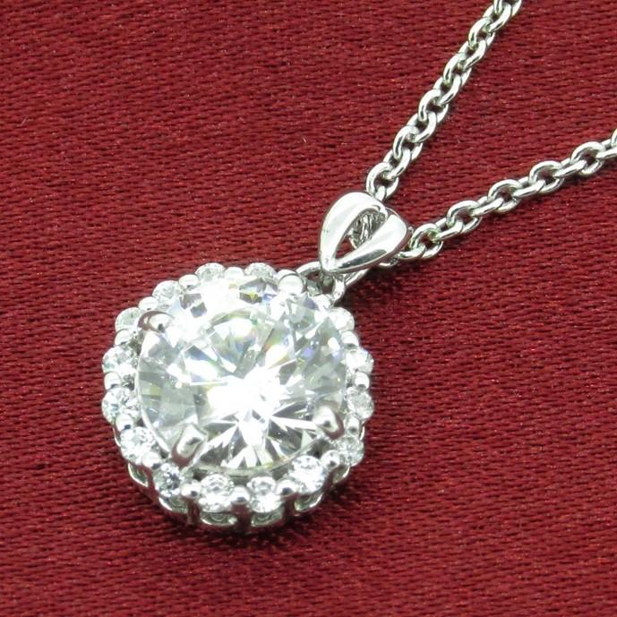 クリスマスプレゼントに1万円以下のスワロフスキーのネックレス