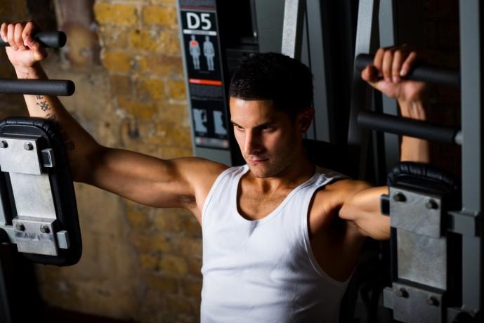 大胸筋の内側も鍛えられる効果的なトレーニングメニュー