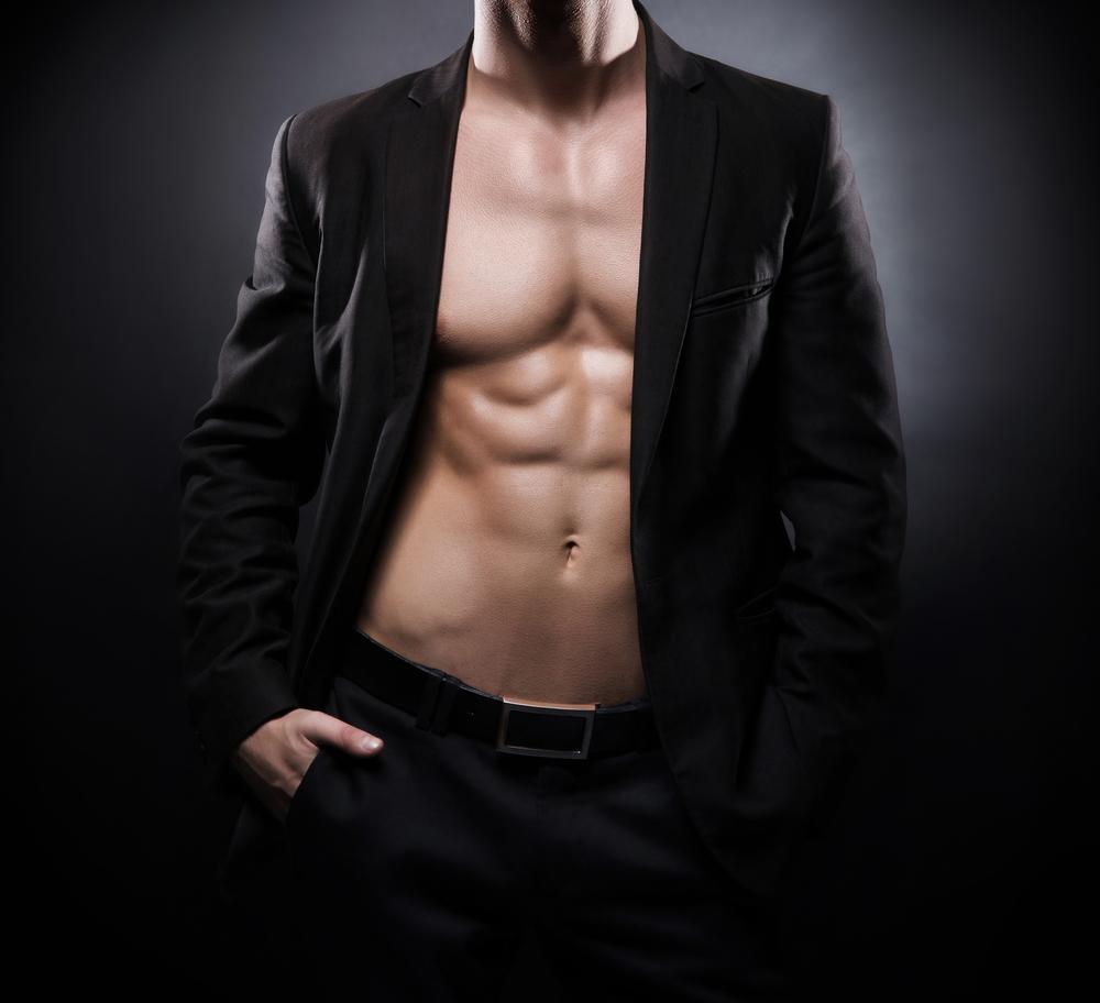 大胸筋を鍛えることで洋服もカッコよく着こなすことが出来るようになります