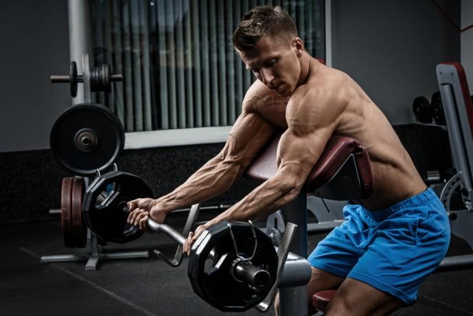 上腕二頭筋の効果的に鍛えられるバーベルトレーニング