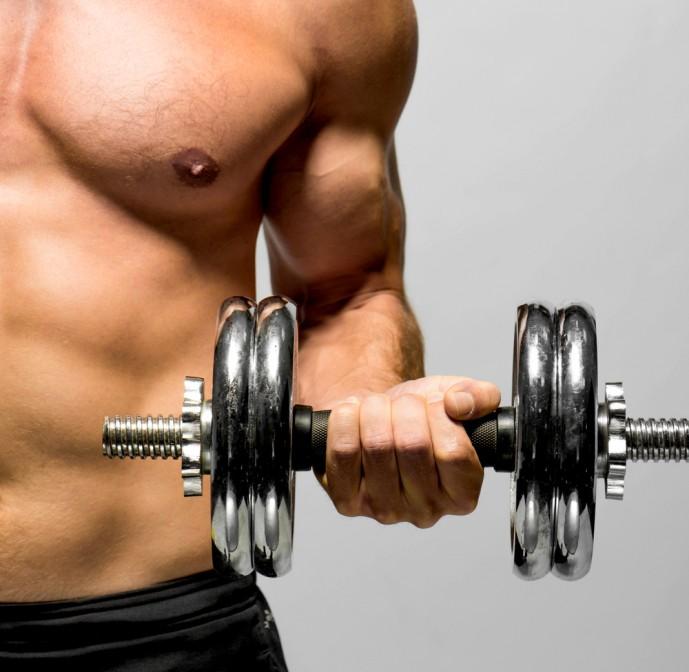 背筋の効果的な筋トレ方法であるダンベルトレーニング
