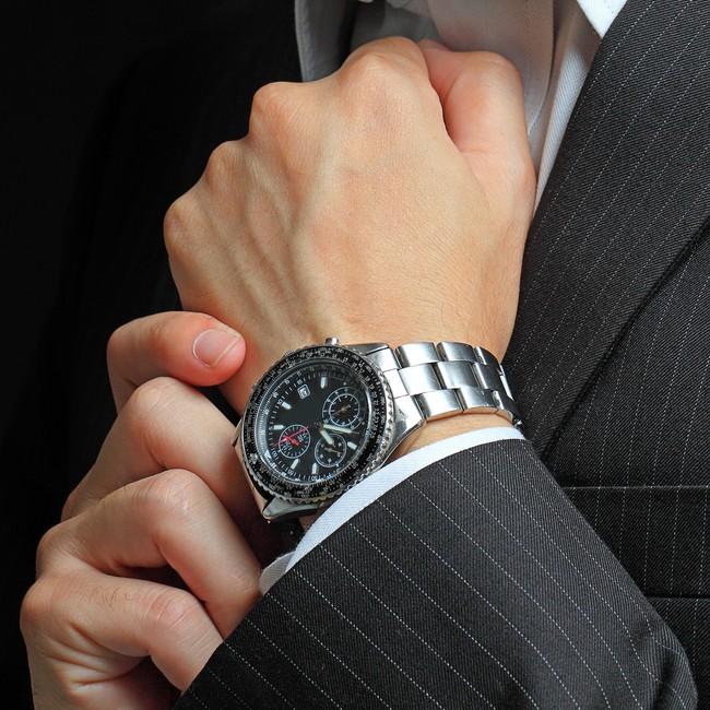 ビジネスマンの高級腕時計