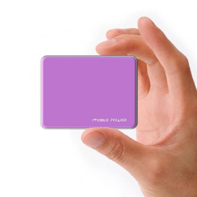 コンパクトな小型薄型モバイルバッテリー