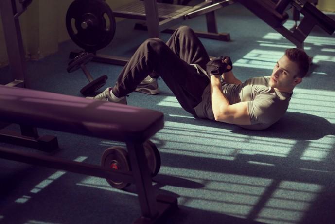 腹筋を鍛えるロールダウンの効果的なやり方