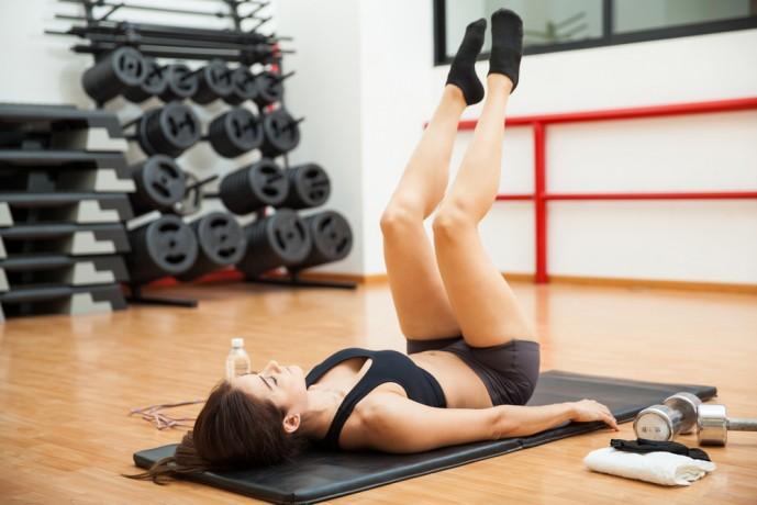 リバースクランチは腹筋に効くトレーニング