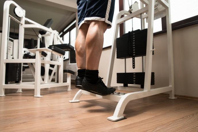 ダンベルカーフレイズでふくらはぎの筋肉を刺激する