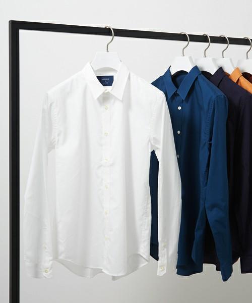 秋定番のキレイめ白シャツ