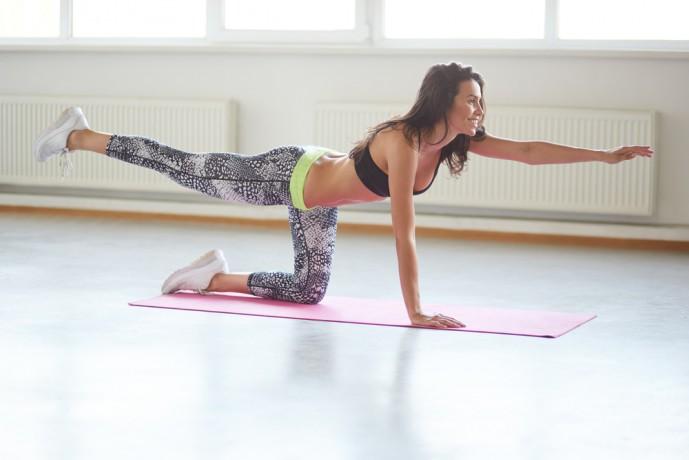 ダイアゴナルトレーニングで体幹をまっすぐに保つ人