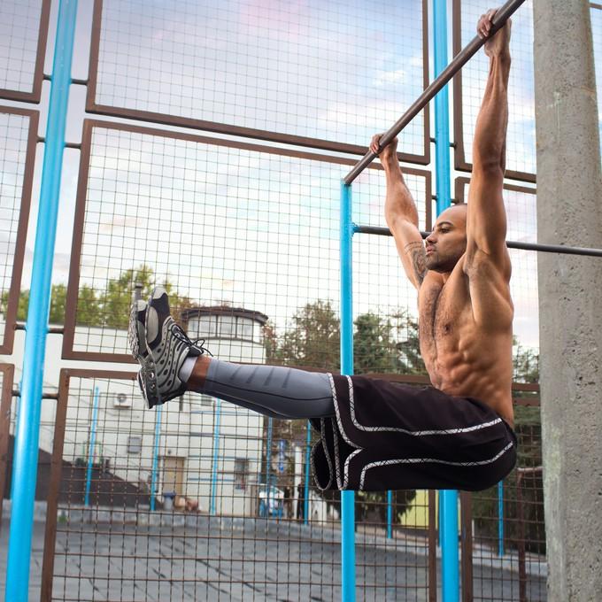 L字懸垂で鍛えられる筋肉部位を説明する