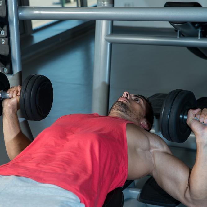 フロアプレスで効果的に上腕三頭筋を鍛えるやり方