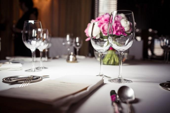 高級レストランでプロポーズ