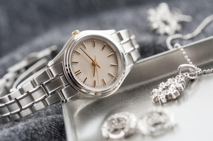 女性へのクリスマスプレゼントに腕時計