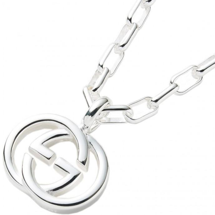 クリスマスプレゼントに贈るグッチのネックレス