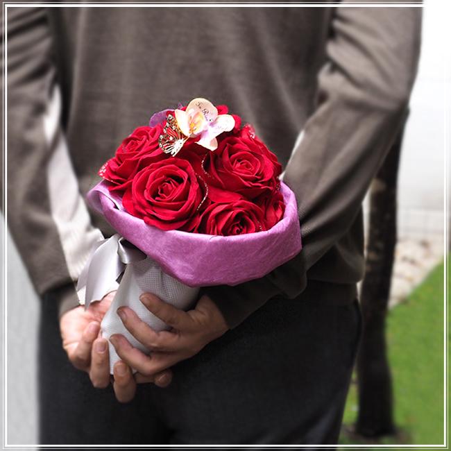 30代の妻のクリスマスプレゼントに贈るメリアルームのばらの花束