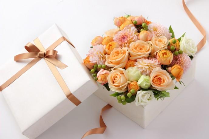 ホワイトデーで本命彼女にお返ししたいプレゼント花束