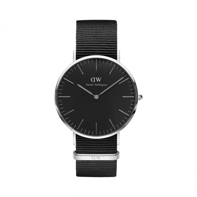おすすめランキング3位のダニエルウェリントンの時計(クラシックモデル黒の文字盤)