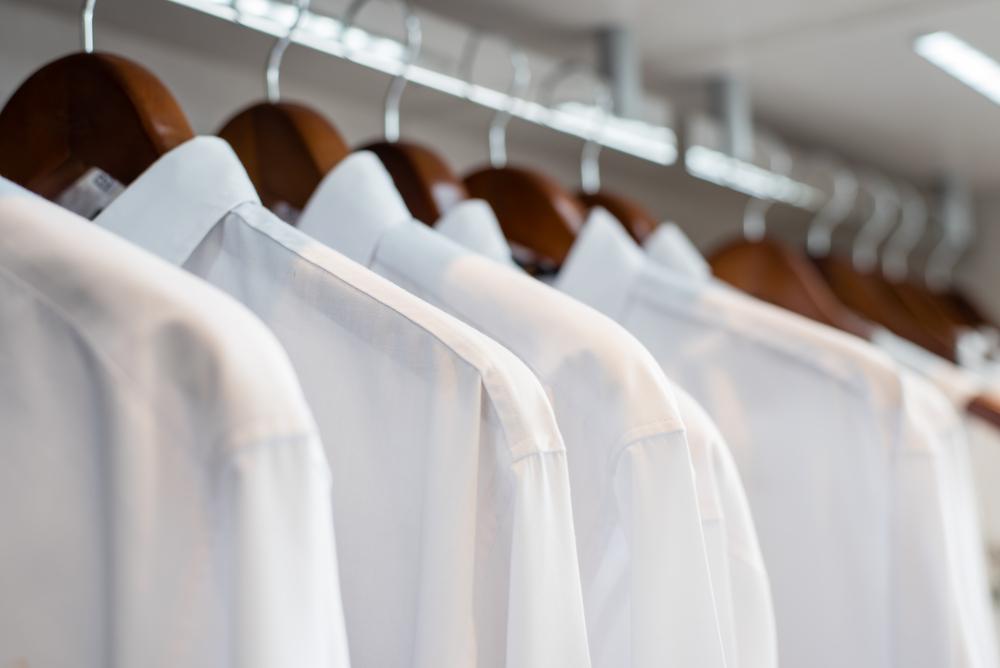 チェザレアットリーニの白シャツ