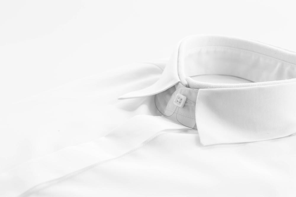 TRUZZIの白シャツ