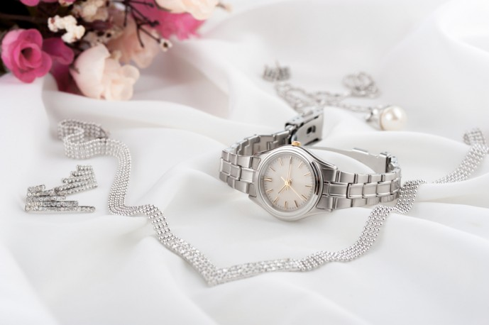 ホワイトデーで本命彼女にお返ししたいプレゼントに時計