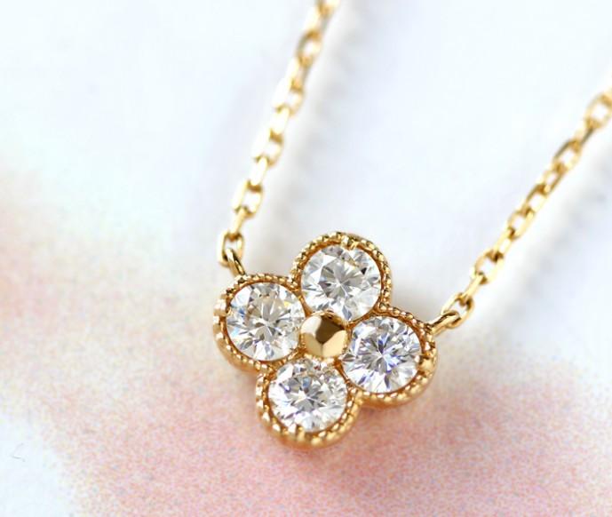 ホワイトデーで本命彼女へお返しのプレゼントにビズーのネックレス