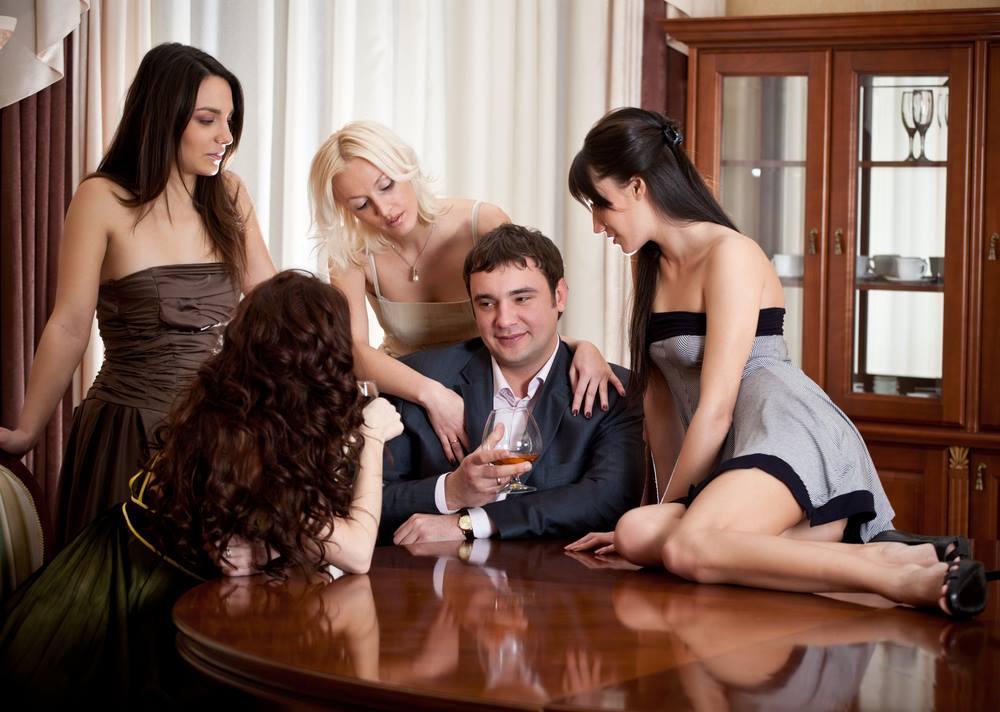 ひとりの男と女性たち