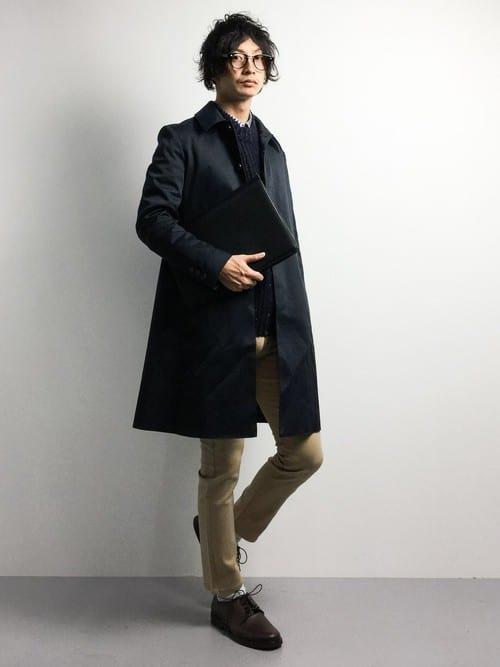 黒のステンカラーコートの着こなしコーデ術