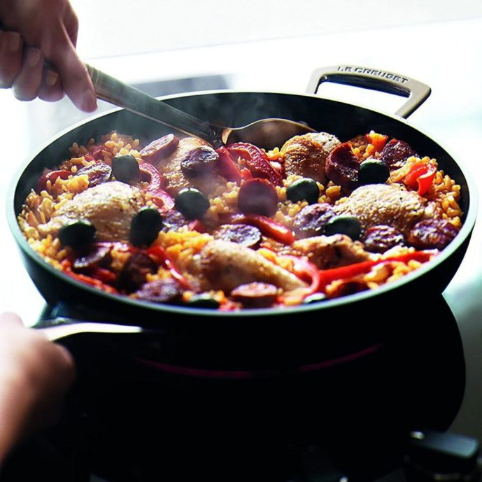 女性へのキッチングッズのプレゼントにル・クルーゼの鍋