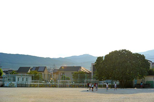 長岡京市立神足小学校のグラウンド