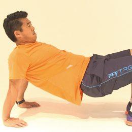肩まわりのストレッチに効果的な「背中腕立て」