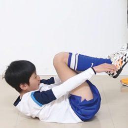 腹筋強化の新メニュー! 脚と腕のタイミング合わせて行う腹筋運動