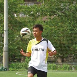 蹴ってキャッチ!リフティングの感覚を養うトレーニング