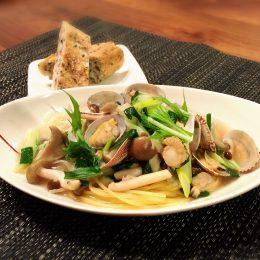 サカママレシピ ―キノコと魚介の中華風スープスパ―