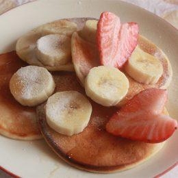 サカママレシピ ―パフォーマンスアップ☆ヨーグルト&バナナパンケーキ―