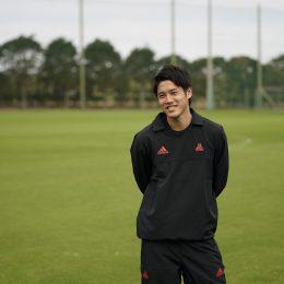 内田篤人のサイン入り色紙<br>footies! 高校サッカー選手権特別号プレゼント