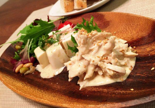 ヨーグルトのゴマドレッシングサラダ