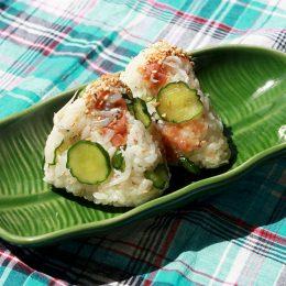 サカママレシピ ―梅おかかときゅうりとしらすのさっぱりおにぎり―