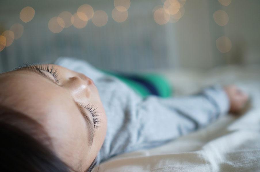 お昼寝は効果なし!? 熱中症と睡眠の深~い関係