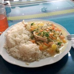 Salpicon de pollo(鶏肉料理)とスープ