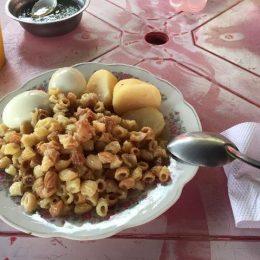 たまご、ジャガイモ、パスタの軽食