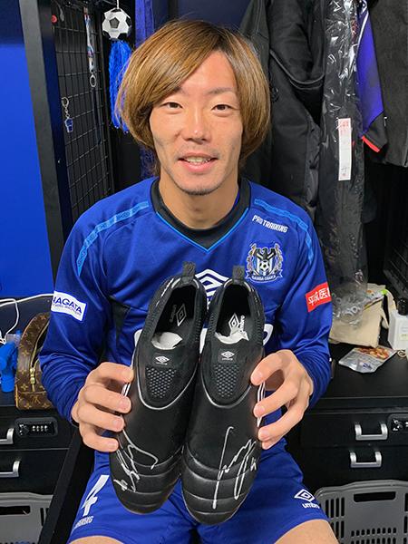 藤春廣輝選手サイン入りスパイク