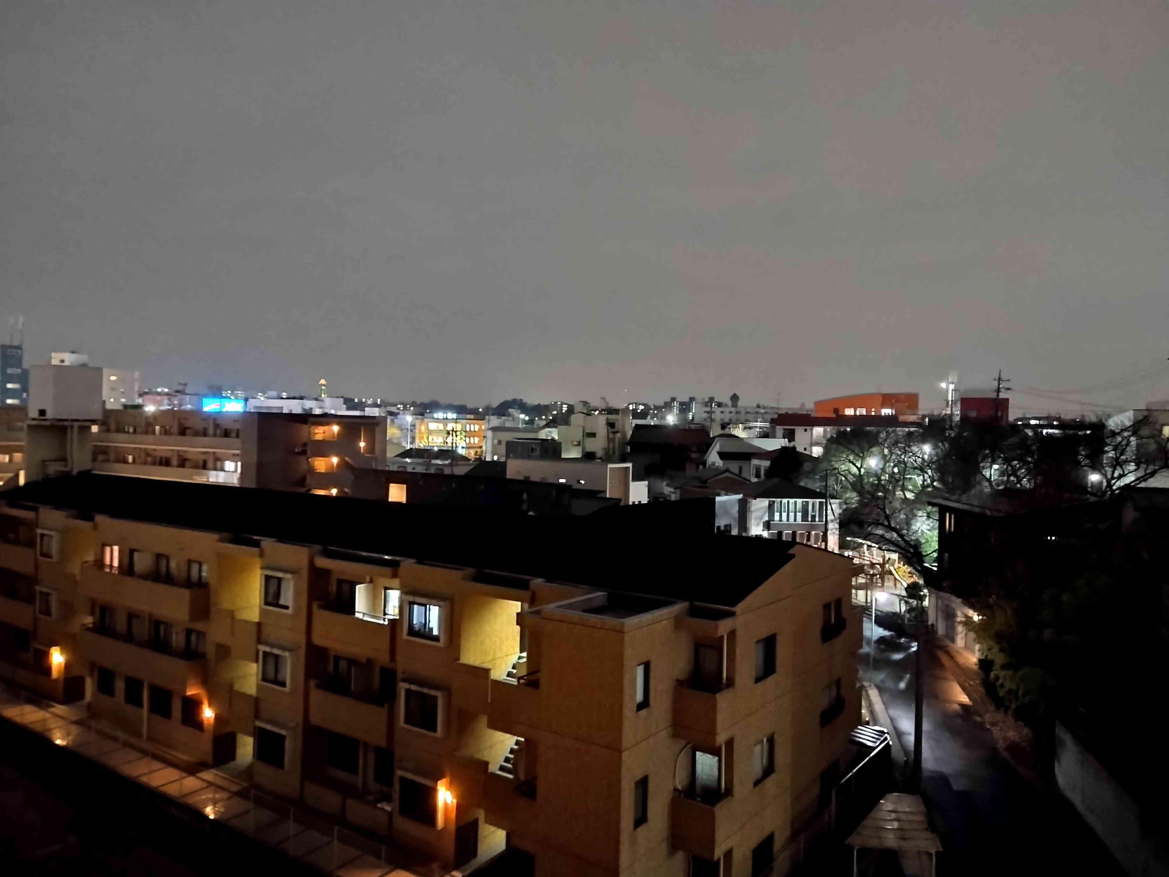 夜景モードのカメラで撮影した夜景写真
