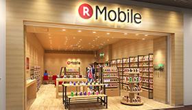 キャリアショップとは、事業者が独自に構える店舗であり、楽天モバイルなら「楽天モバイルの専門スタッフが楽天モバイルの商品を販売する」店舗のことです。IIJmioはそういった自社の店舗を持っていません。