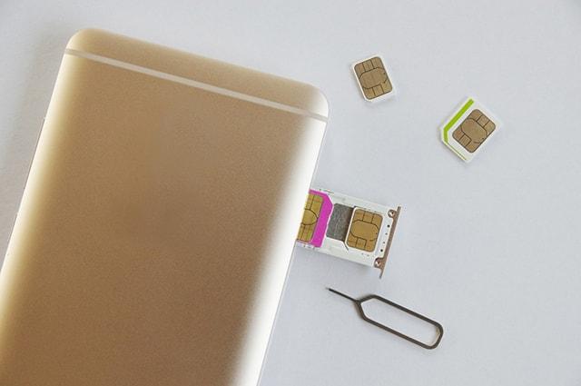 SIMカードをトレイにセットする方法