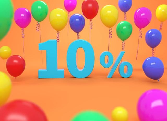風船の背景の中心にある10%の模型