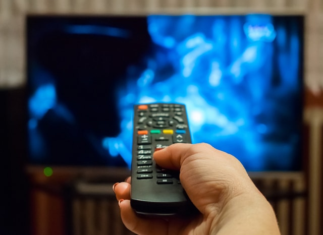 リモコンでテレビを見る