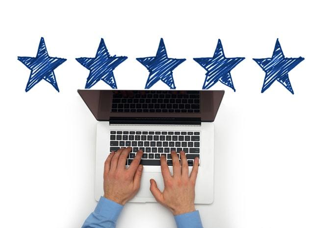 パソコンする人の上に5つの星がついている様子