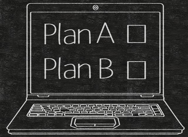 黒板に書かれたPlanA、PlanBと書かれたパソコンの絵